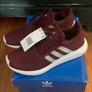 ⭐️ NWT Adidas Swift Run Sneakers
